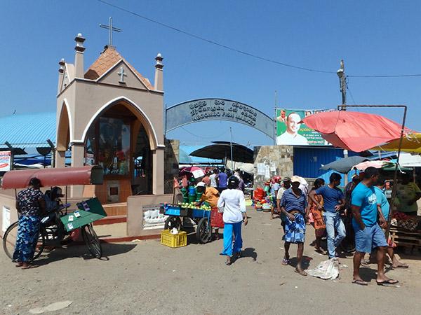 """訪れたのは昼前でしたが、早朝は物凄い活気というニゴンボの最大の見所""""フィッシュマーケット"""""""