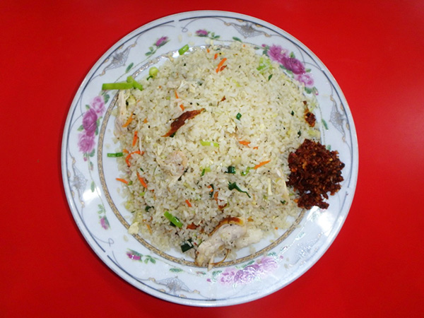 庶民に大人気のチキンフライドライス。作り置きが多いスリランカでは珍しく、中華鍋で調理された出来立てのものが出てきます。一皿約180円でかなりのボリューム
