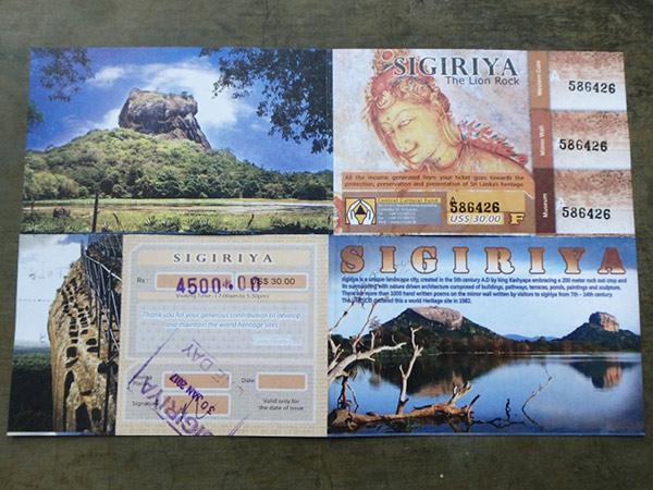 シーギリヤ・ロックの入場料はUS$30か4,500ルピー(約3,500円)。チケットには博物館の入場料が含まれています。写真はチケットの表と裏