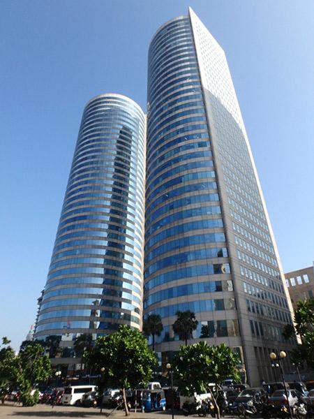 コロンボの行政の中心地フォートに立つ、高層ツインタワーのワールド・トレード・センター