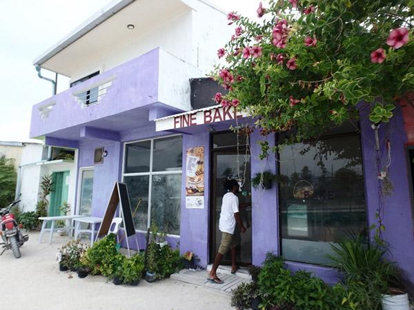 マアフシ島にある人気のベーカリー。柔らかくて耳がほとんど無い食パンがお気に入りでした♪