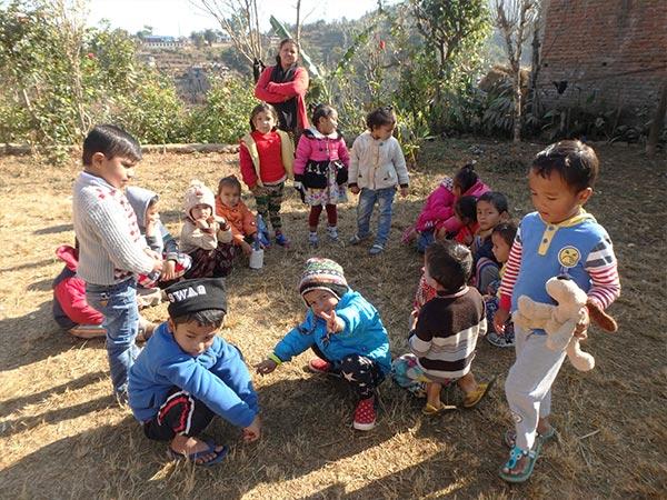 ネパールの子供達はとても静か