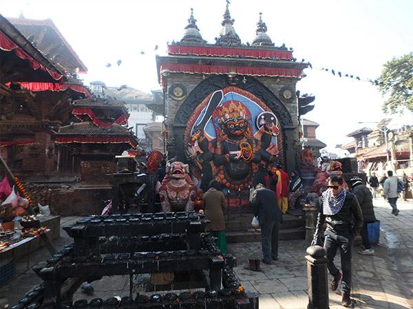 シヴァ神の化身、恐怖の神カーラ・バイラブ