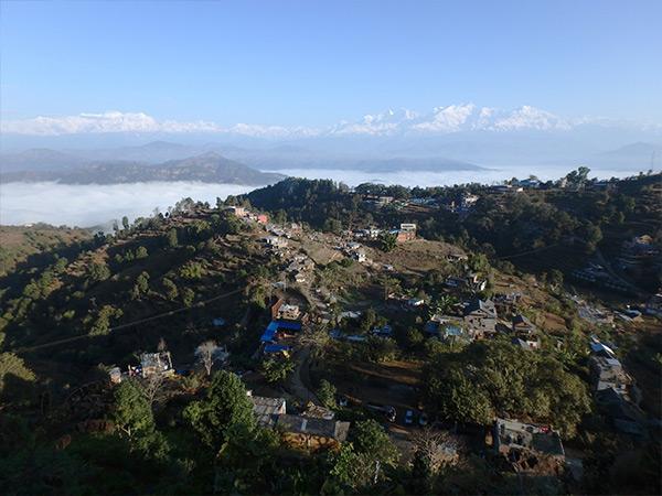 ターニマイの丘からヒマラヤを望む