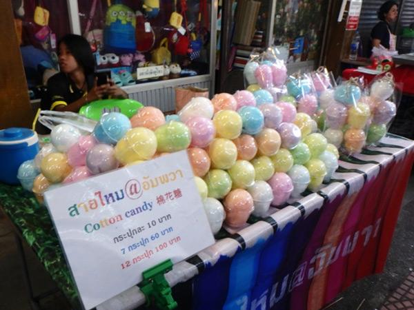 カップに入ったカラフルな綿菓子は子供たちに大人気♪まとめ買いがお得です