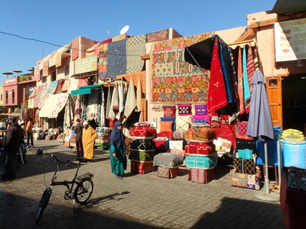 ラハバ・カリーマ広場 Pl.Rahba Kedimaから絨毯のスークへ