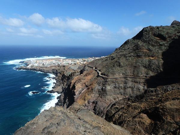 サント・アンタン島の北端にある小さな町ポンタ・ド・ソル Ponta do Sol