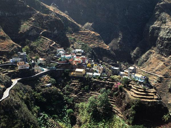 谷間にある美しい村、フォンテイナス Fontainhas