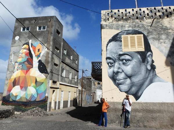 ミニバスを乗り換えた町リベイラ・グランデ Ribeira Grandeで見掛けた素敵な壁画。右側の絵の女性は、世界的に有名なカーボベルデの歌手セザリア・エヴォラ Cesária Évora