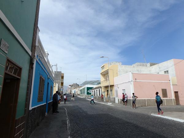 ひっそりとしている町、ポルト・ノボ Porto Novo。1日数便のフェリーが行き来する時間帯だけ港周辺が賑やかになります