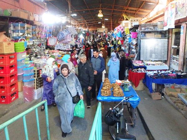 生活用品や食料品、美容グッズや家具などが売られているベルベルスーク Souq Berbere の入口