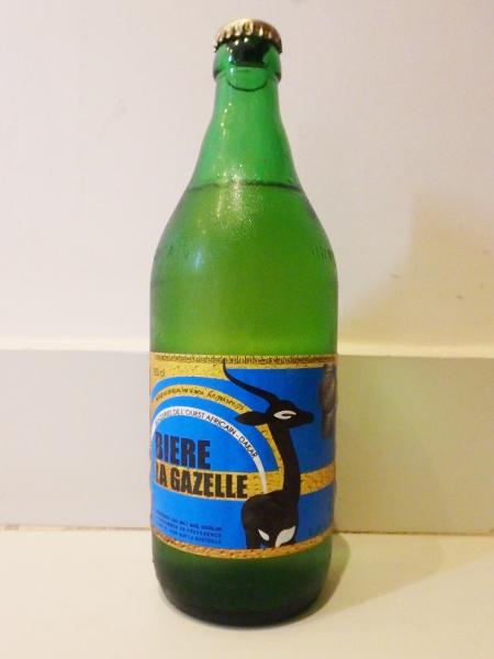 ラベルが可愛いセネガル産のビール、BIERE LA GAZELLE 630ml、アルコール4.2%