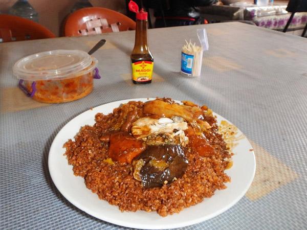 セネガルの国民食、チェブジェン Thieboudienne。とても美味しい魚と野菜の炊き込みご飯♪