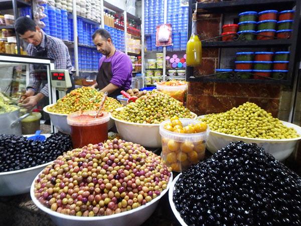 毎日通っていたオリーブ屋さん。モロッコのオリーブはビックリする程安くて、とても美味しいです
