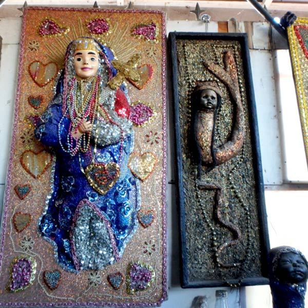 Marché de Ferではハイチの民間信仰、ブードゥー教の呪物をよく見掛けました