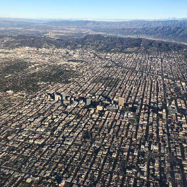 """いよいよロサンゼルスに到着!遠くの山に""""HOLLYWOOD""""の文字が見えてちょっと感動しました♪"""