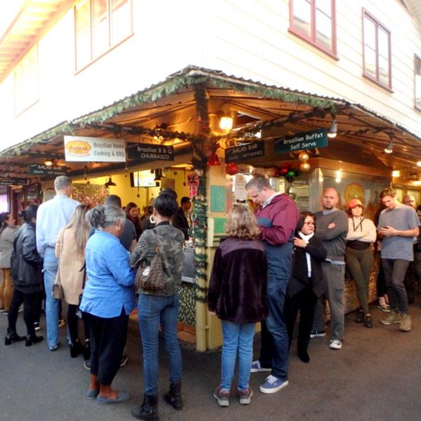 ミッドウィルシャー Mid Wilshireにあるファーマーズマーケット Farmers Marketで大人気のシュラスコ屋さん