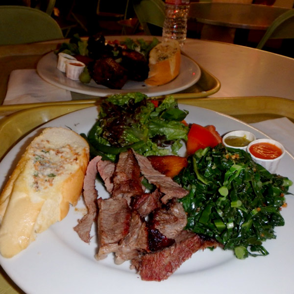 ファーマーズマーケットのPAMPAS GRILL BRAZILIAN CHURRASCARIAで食べたディナーは、2人分で$15.5と食べ得でした♪