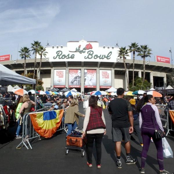 約9万人を収容する、巨大なローズボウル・スタジアム Rose Bowl Stadium