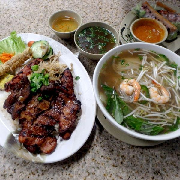 チャイナタウンで見つけたベトナム料理屋さんにて