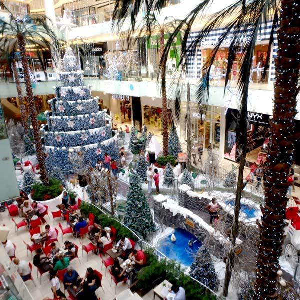 新市街にあるアゴラ・モール Agora Mallのクリスマスデコレーション