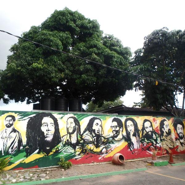 ボブマーリー博物館 Bob Marley Museum に描かれていた壁画