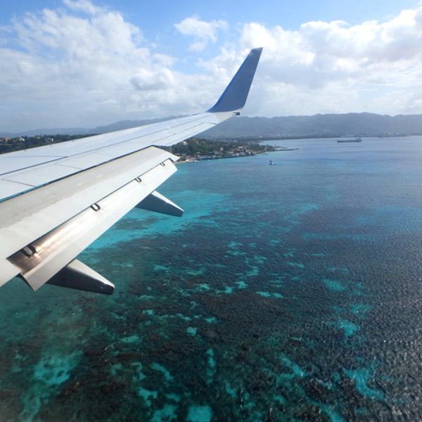 いよいよジャマイカに到着!! モンテゴ・ベイの美しい海が見えてきました
