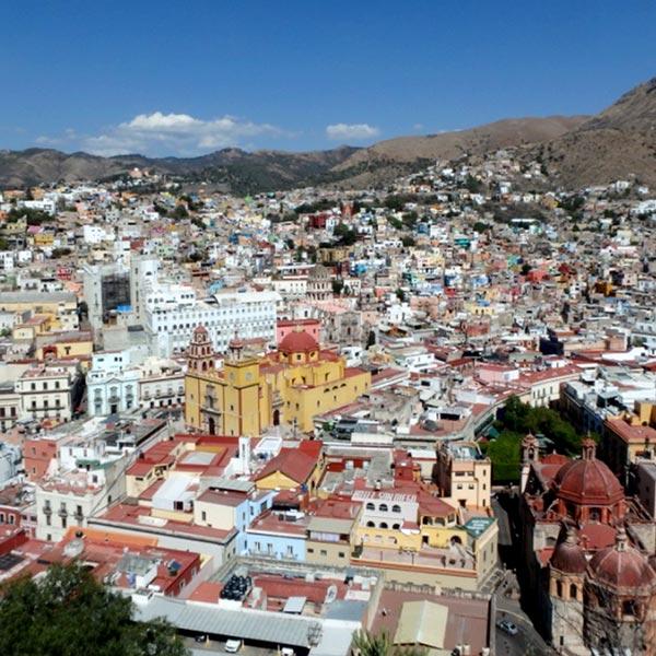 丘の上に立つピピラ記念像 Monumento al Pipilaから見たグアナファトの美しい町並み
