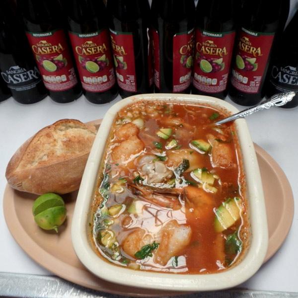 イダルゴ市場で食べた魚介のスープ SOPA DE MARISCOS、90ペソ(約520円)
