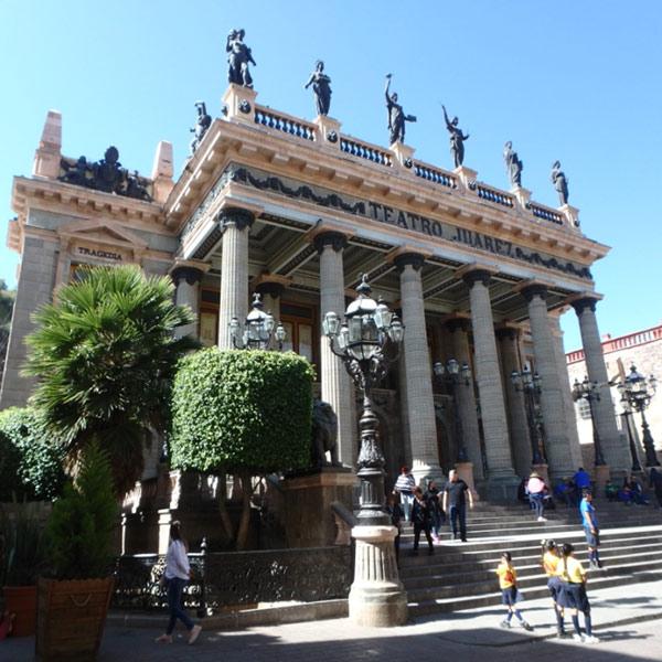 メキシコで屈指の美しさを誇るという大劇場、フアレス劇場 Teatro Juárez