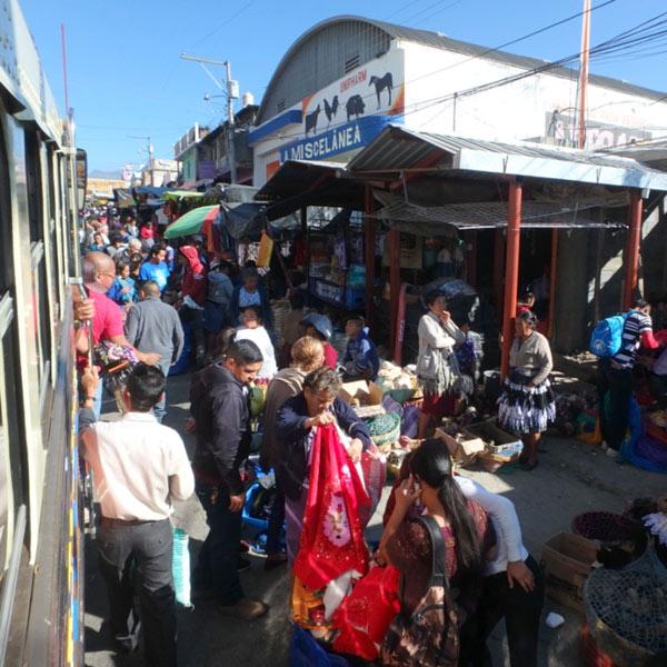 チキンバスに乗ってメキシコとの国境の町、ラ・メシヤ La Mesillaへ