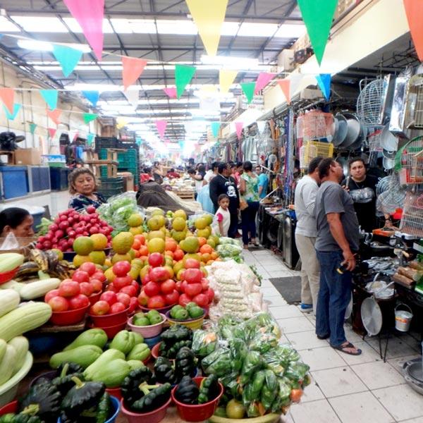 ルーカス・デ・ガルベス市場 Mercado Lucas De Galvéz