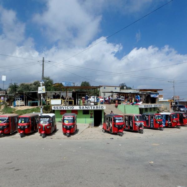 トゥクトゥク(3輪バイクタクシー)はグアテマラでも大活躍!