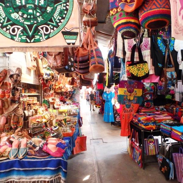 メキシコ各地の民芸品が売られているシウダデラ市場 Mercado de la Ciudadela