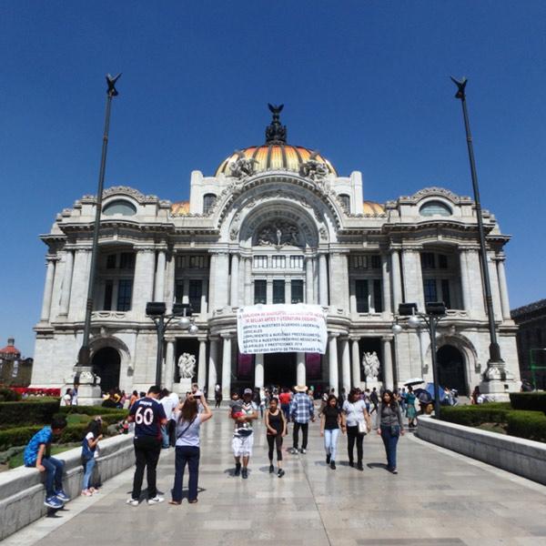 1934年に完成した大劇場、ペジャス・アルテス宮殿 Palacio de Bellas Artes